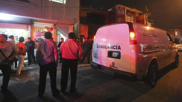 VILLAHERMOSA,TABASCO, 09FEBRERO2016.- Fueron encontradas sin vida una madre y su pequeña hija dentro de la vivienda que rentaban en la calle Tres de la colonia El Recreo. Las autoridades policiacas informan que el homicidio pudo perpetuarse entre el domingo y primeras horas de esta mañana. FOTO: MARCO POLO GUZMAN HERNANDEZ /CUARTOSCURO.COM