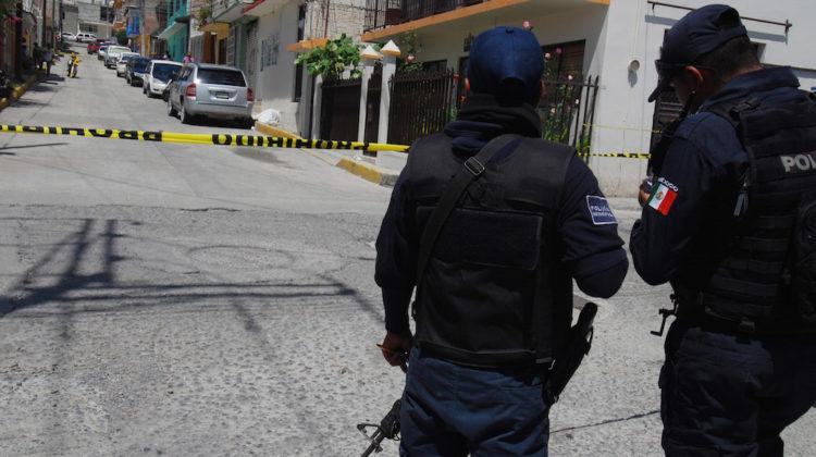 CHILPANCINGO, GUERRERO, 28JULIO2017.- Asesinan a balazos a Joven entre la calle David Pastrana y Rio Papagayo en la colonia Los Ángeles, el lugar fue acordonado por las autoridades. FOTO: JOSÉ I. HERNÁNDEZ /CUARTOSCURO.COM